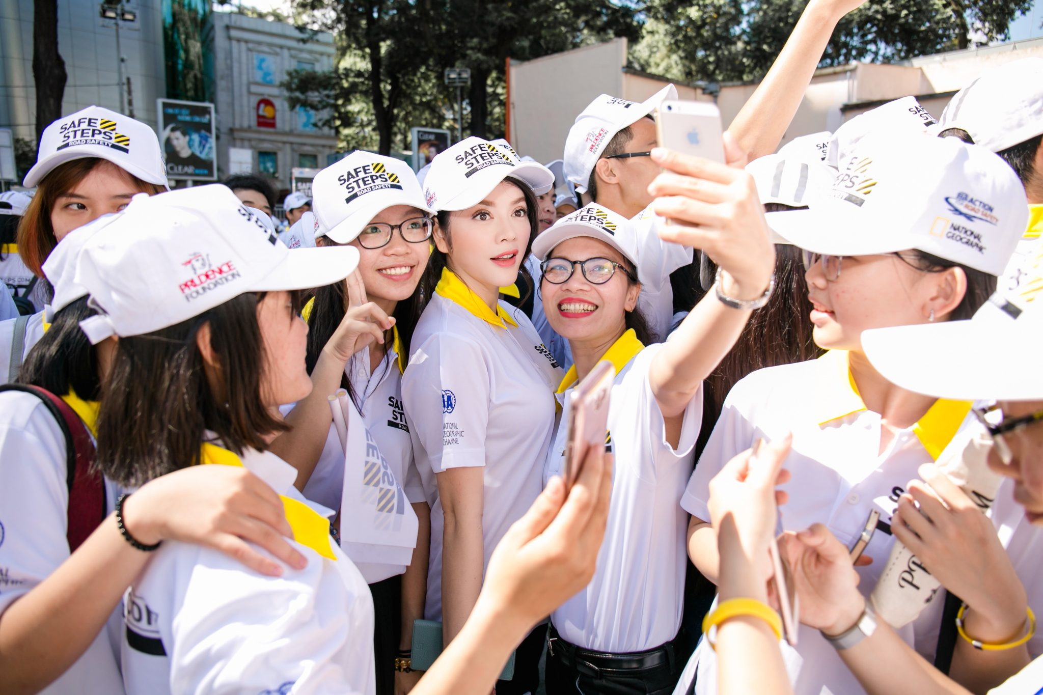 Ao thun Safe steps Road Safety 19 - Bừng sáng sự kiện Safe Steps của Liên Hợp Quốc tại Việt Nam với áo thun sự kiện