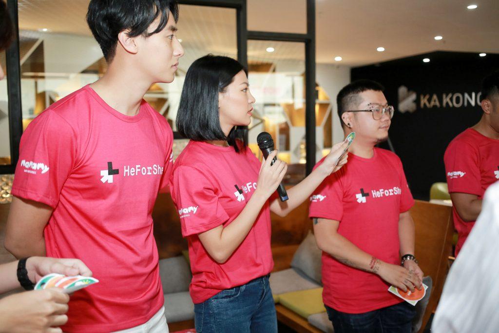 heforshe 15 Rocker Nguyen Lan Huong Glee hao hung dat cau hoi cho chuyen vien cua ... 1024x683 - Áo thun sự kiện chiến dịch #HeForShe - UN Women Việt Nam