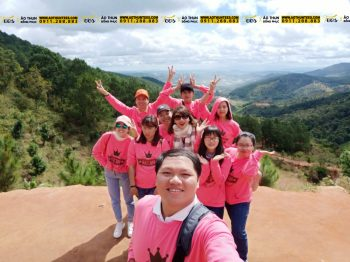 #TeamPinkHappy quẩy Đà Lạt cùng áo Sweater đồng phục màu hồng