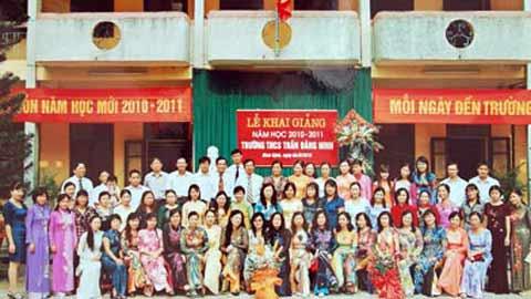 images2067353 Hoi dong su pham nha truong - Áo thun lớp 9A5 - Trường THCS Trần Đăng Ninh
