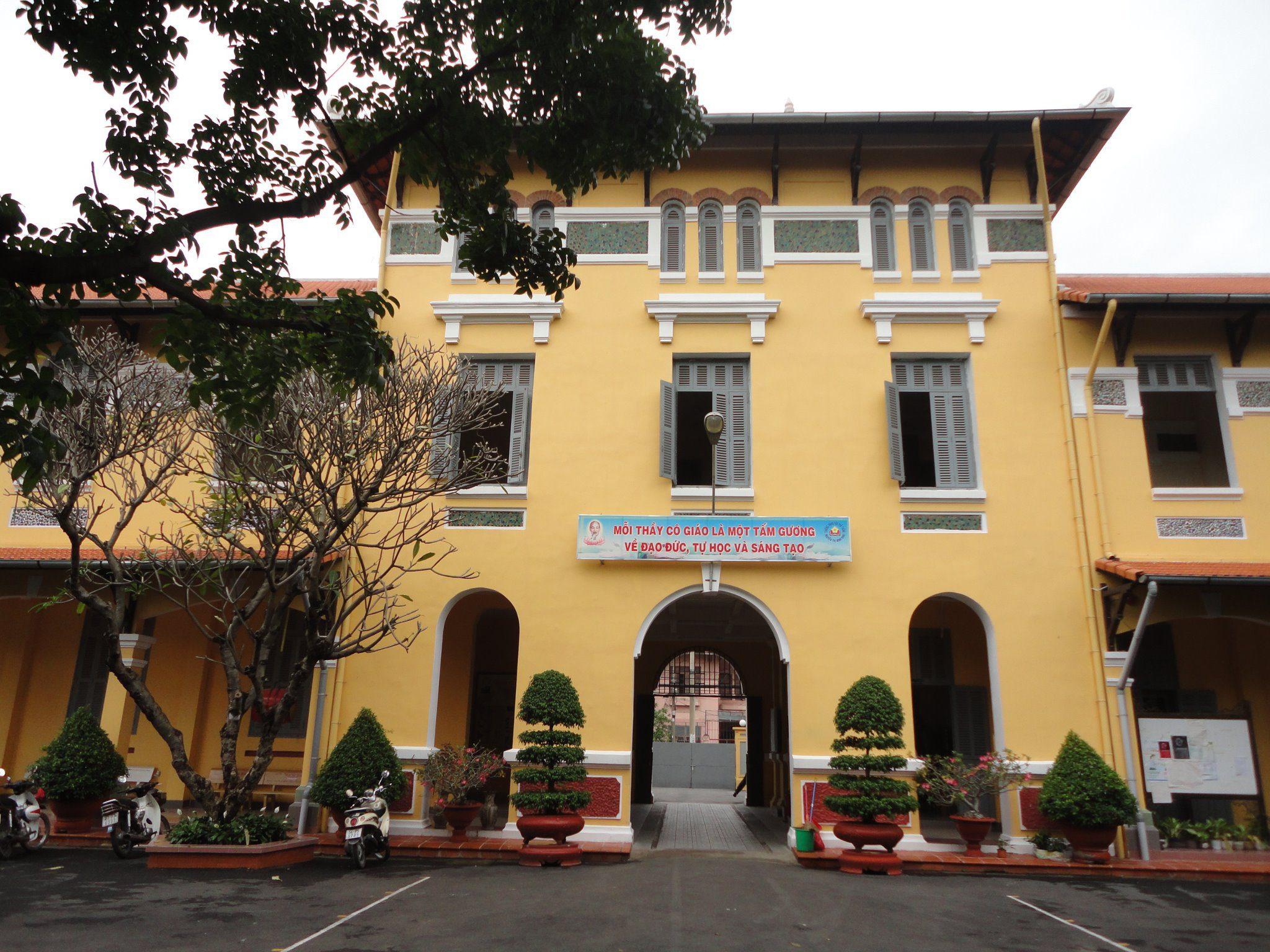 460920 342726249096857 205968406 o - Áo thun lớp 12A8 - THPT Nguyễn Thị Minh Khai