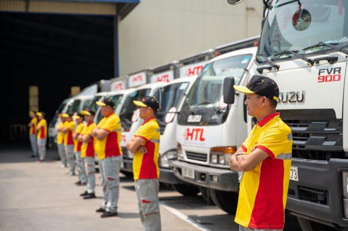 Áo thun đồng phục công ty chuyển phát nhanh HTL – Mẫu có phản quang